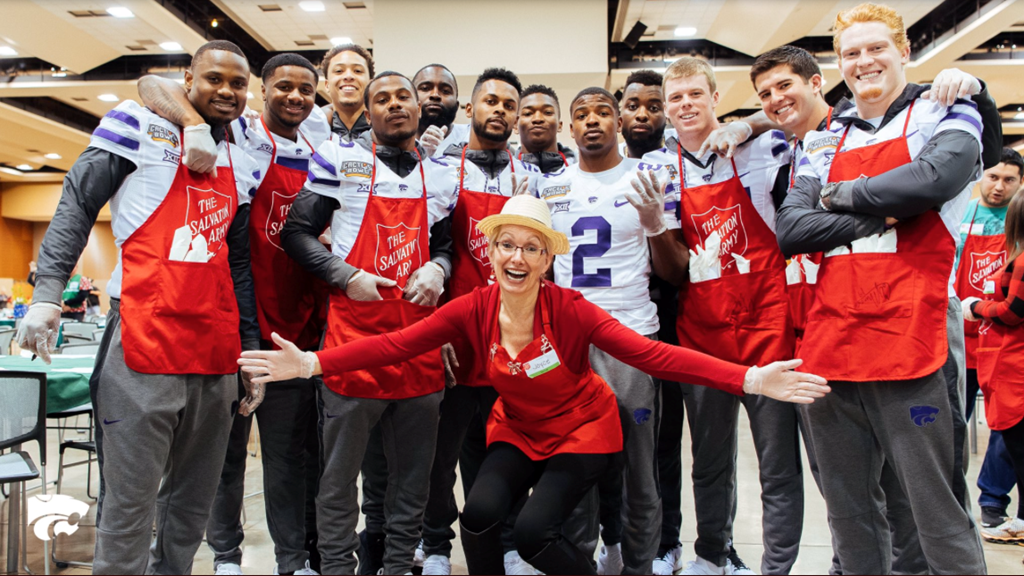 se a k state christmas wildcats serve phoenix community at salvation army dinner